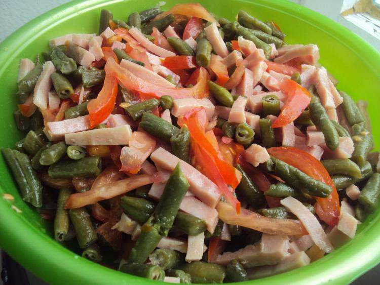 Салат из стручковой фасоли и ветчины